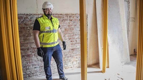 A-Insinöörien rakennesuunnittelija Joonas Sihvo on ollut mukana VR:n vanhan pääkonttorin peruskorjauksessa. A-Insinöörien Kosteusturvalla varmistetaan rakennushankkeen kosteudenhallinta.
