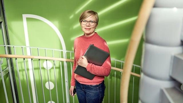Suunnittelupäällikkö Piritta Laitakari uskoo, ettei liikennesuunnittelija opi työtä koulussa, vaan työssä.