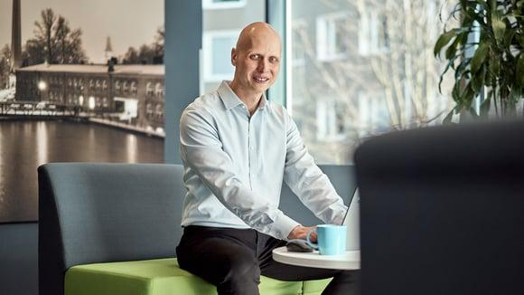 """Teknologiajohtaja Ville Laine: """"Autan tiimini rakennesuunnittelijoita menestymään työssään"""""""