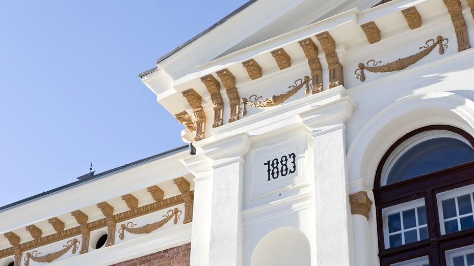 Hatanpään kartanon julkisivu korjattiin alkuperäiseen asuunsa Tampereella.