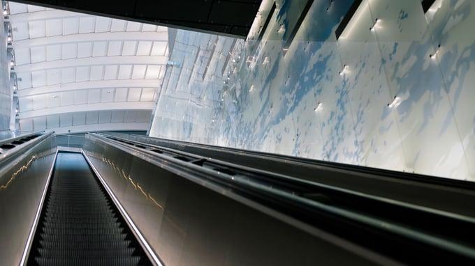 Länsimetron yksittäisellä metroasemalla voi olla jopa 7–10 kerrosta.