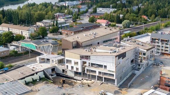 Uusi Lempäälä-talo nousee harjakorkeuteen pääradan varrella