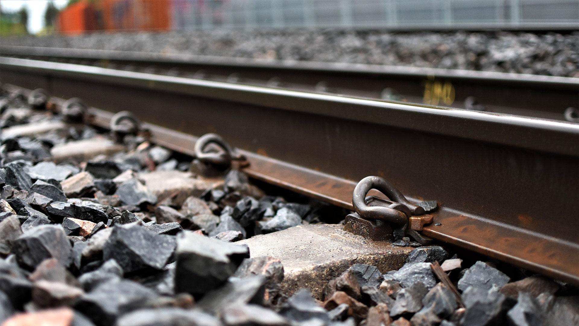 Tehokas tärinän torjunta lisää asumisen mukavuutta juna- tai kaupunkiraiteiden varsilla.
